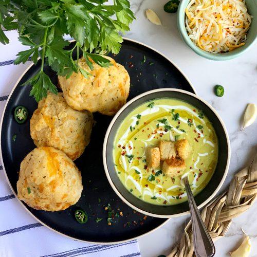 Creamy Roasted garlic and cauliflower soup